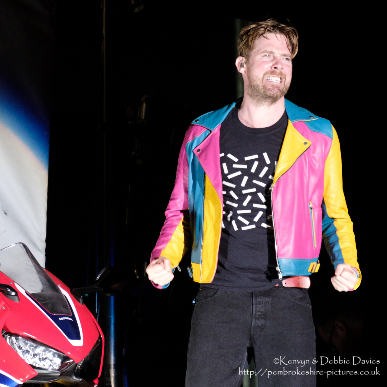 Ricky Wilson from Kaiser Chiefs predicting a riot at CarFest 2017