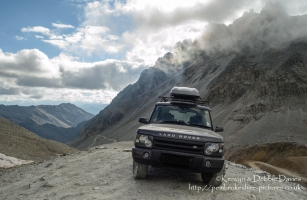 Land Rover Discovery II at Coll Sommeiller in The Alpes