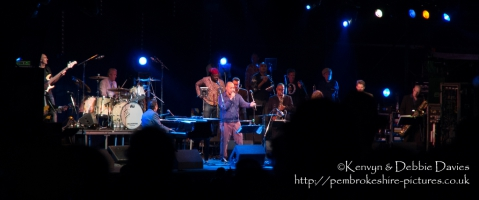 Roland Gift guests with Jools Holland and His Rhythm & Blues Orchestra