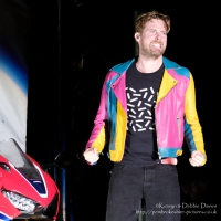Kaiser Chiefs at CarFest 2017