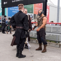 Bane chatting to a couple of Jedi Knights and Comic Con London