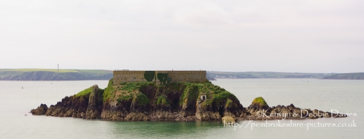 Built in 1854 to help defend against invasion by the French, the fort sits on a 2-acre island just off the coast of Angle and is one of twelve buit around the ports of Milford Haven and Pembroke Dock.