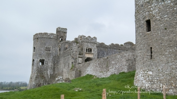 The present structure of Carew Castle was built by Sir Nicholas de Carew in the 13th Century. The last tournament of knights in Wales was held here by Sir Rhys ap Thomas in 1507, with over 600 knights attending. After changing hands several times it reverted to the de Carews and was finally abandoned in 1686.